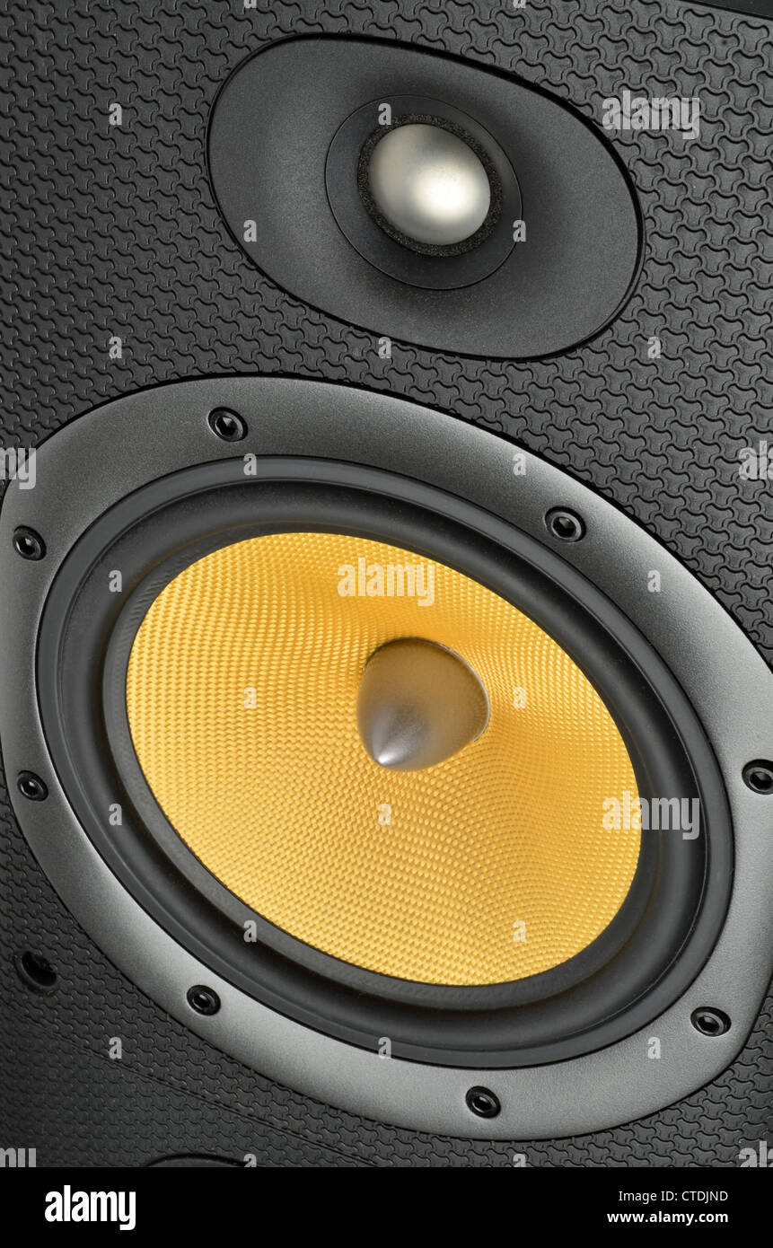 Altavoces Hi-fi. Tejido de Kevlar y aluminio Bass Treble unidades en un Bowers & Wilkins DM 602 Serie III altavoz. Foto de stock