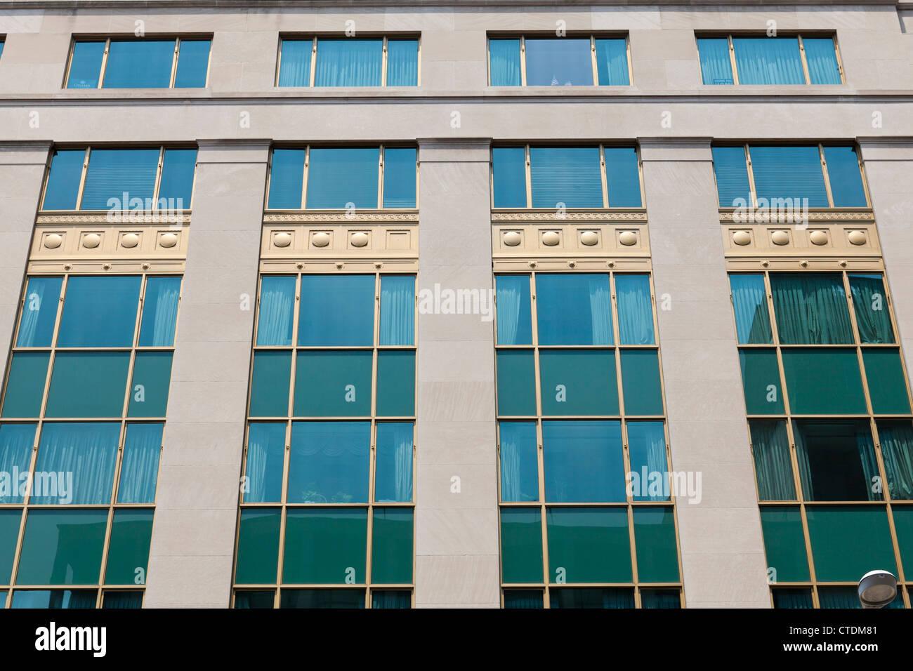 Edificio de oficinas Retro windows Imagen De Stock