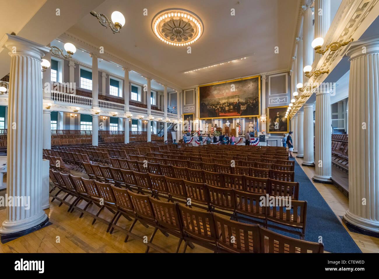 Interior de la histórica sala de reunión en el Faneuil Hall, Boston, Massachusetts, EE.UU. Imagen De Stock
