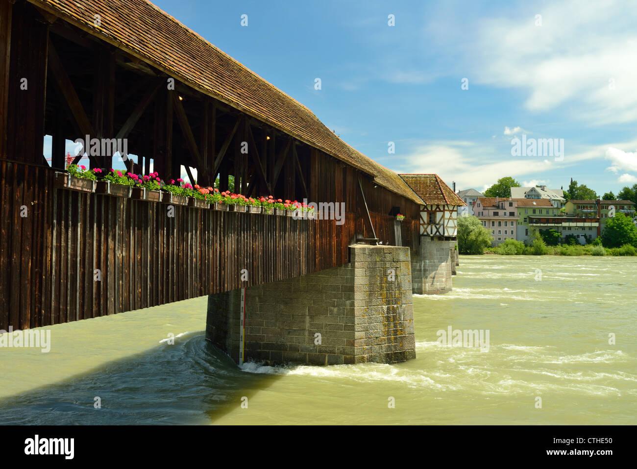 Hito de Bad Säckingen.Oold puente de madera. Puente cubierto más grande de Europa Imagen De Stock