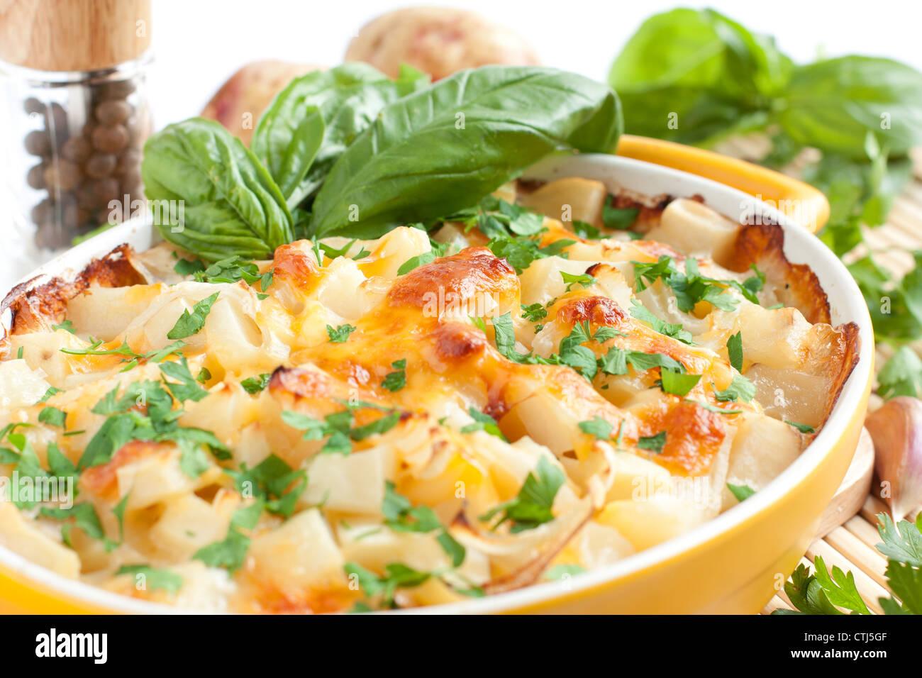 Patatas con queso al horno, macro Foto de stock