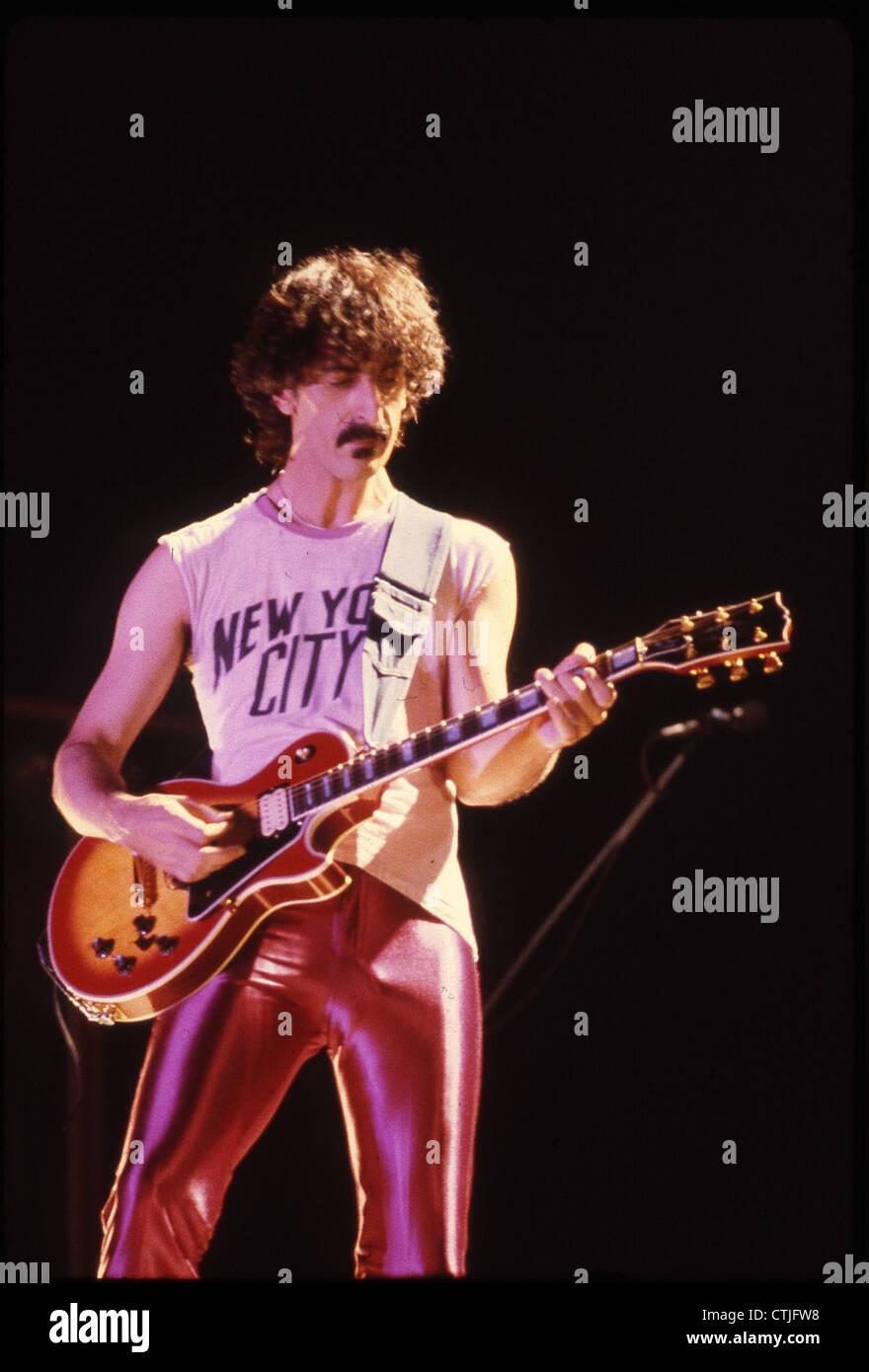 008331 - Frank Zappa en concierto en el Olympiahalle de Munich, el 3 de julio de 1980 Imagen De Stock