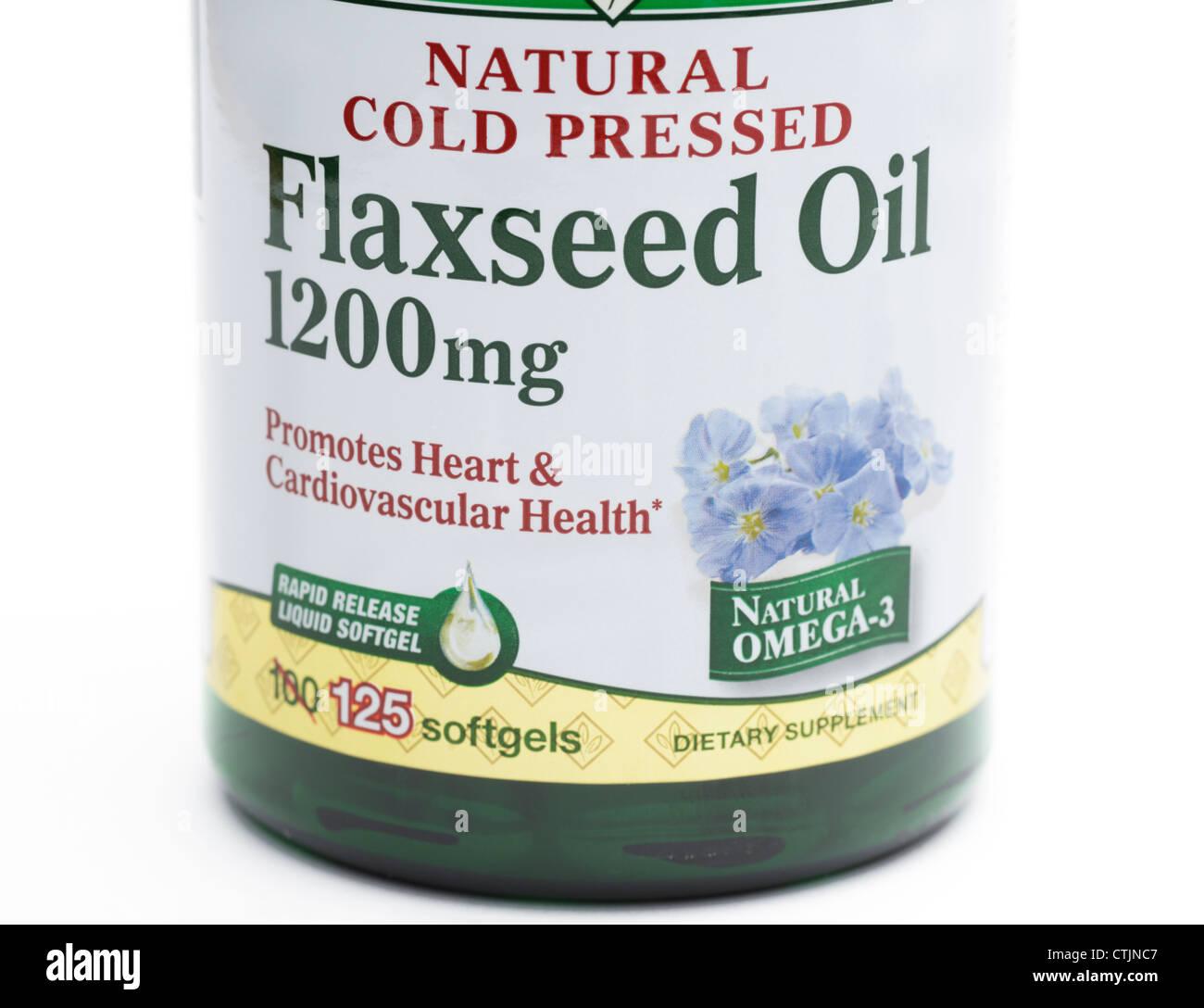El aceite de linaza frasco de píldoras, una fuente nutricional de ácidos grasos omega-3 y omega-6 Foto de stock