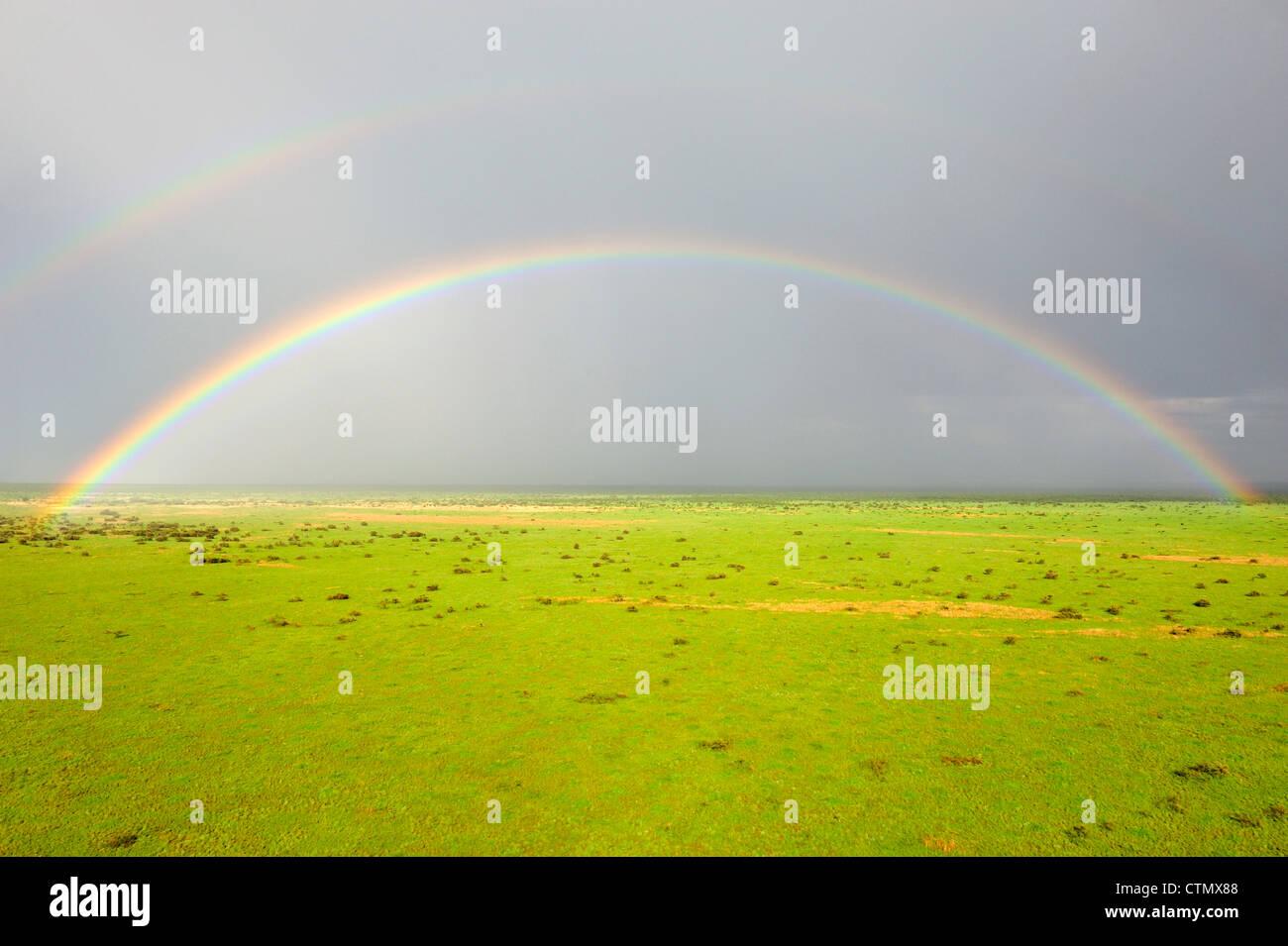 Arco iris sobre la sabana, Jonglei, República de Sudán del Sur Foto de stock