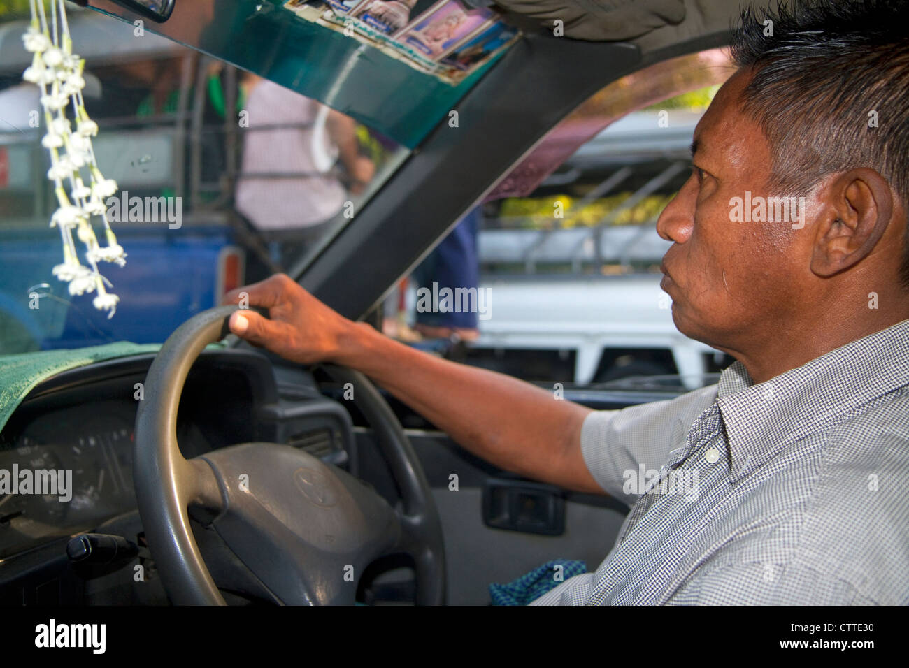Taxista birmano en Yangón (Rangún), Myanmar (Birmania). Imagen De Stock