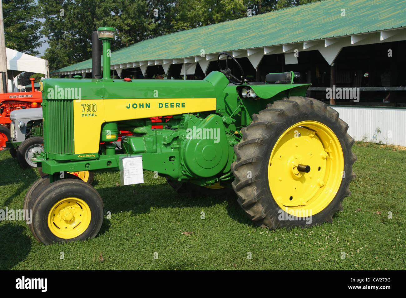 Vistoso Dibujos Para Colorear De John Deere Tractor Ilustración ...