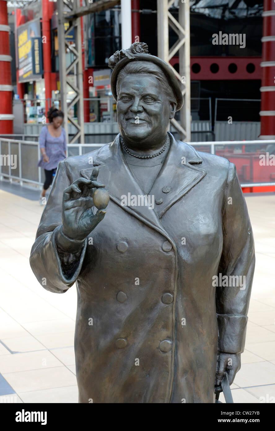 La estatua de ' Bessie Braddock ' un famoso político de liverpool Imagen De Stock