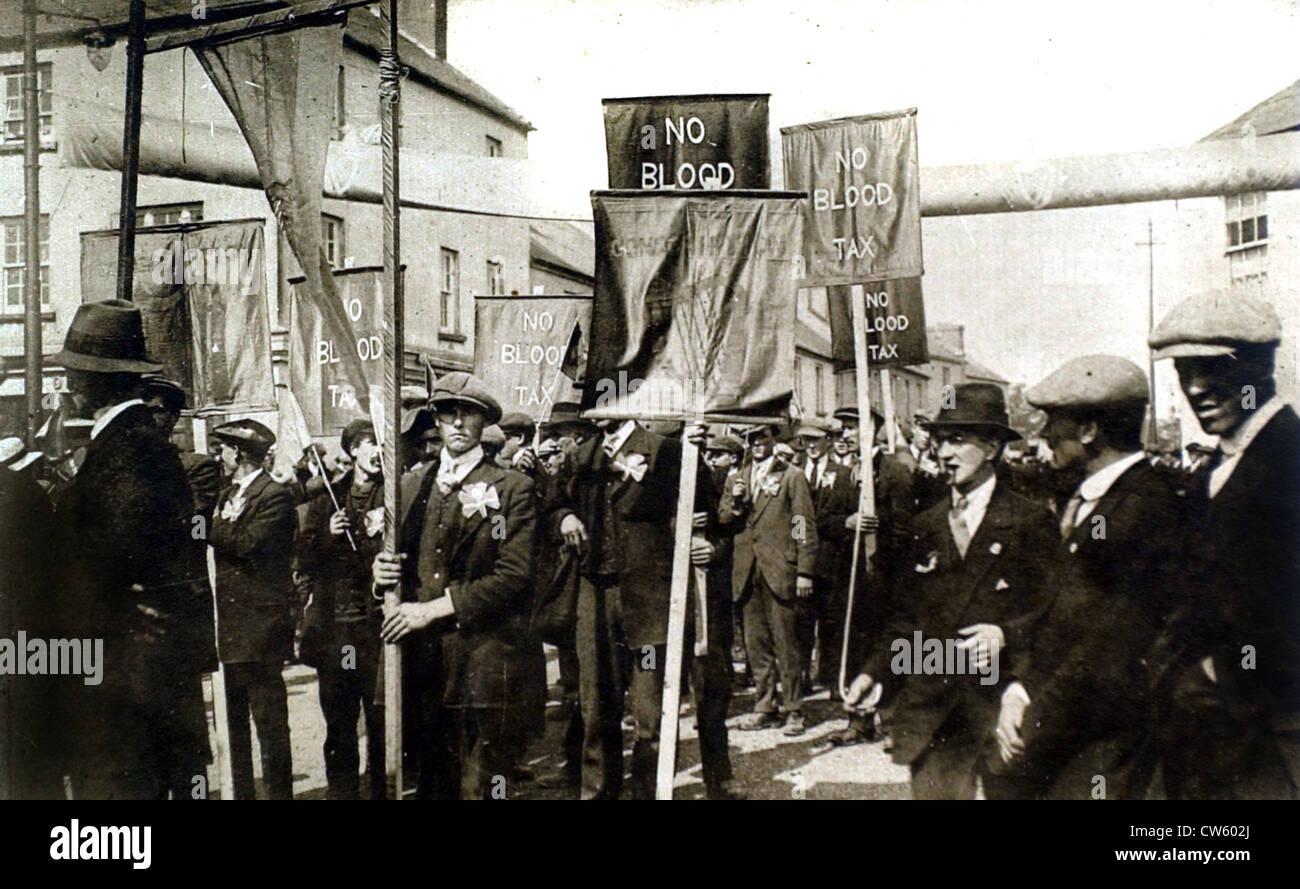 La I Guerra Mundial Irlanda protestando contra la conscripción (1918) Imagen De Stock