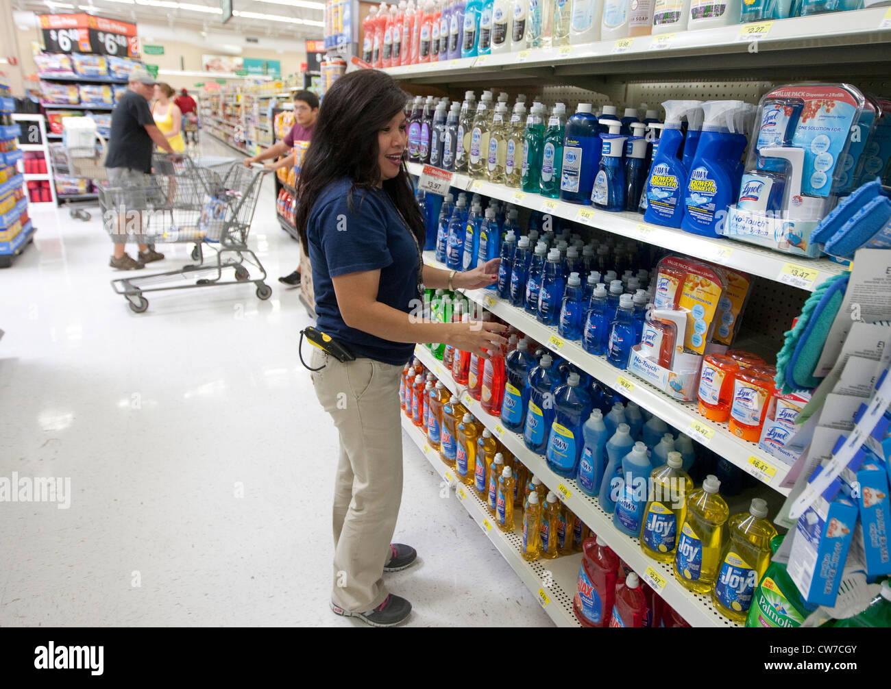 Products On Shelves Imágenes De Stock & Products On Shelves Fotos De ...