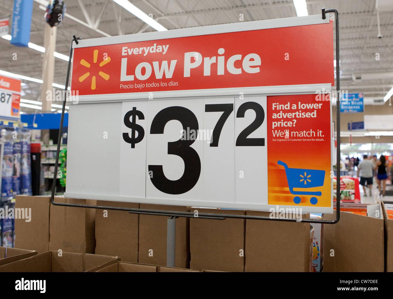 Walmart Store Display Imágenes De Stock & Walmart Store Display ...