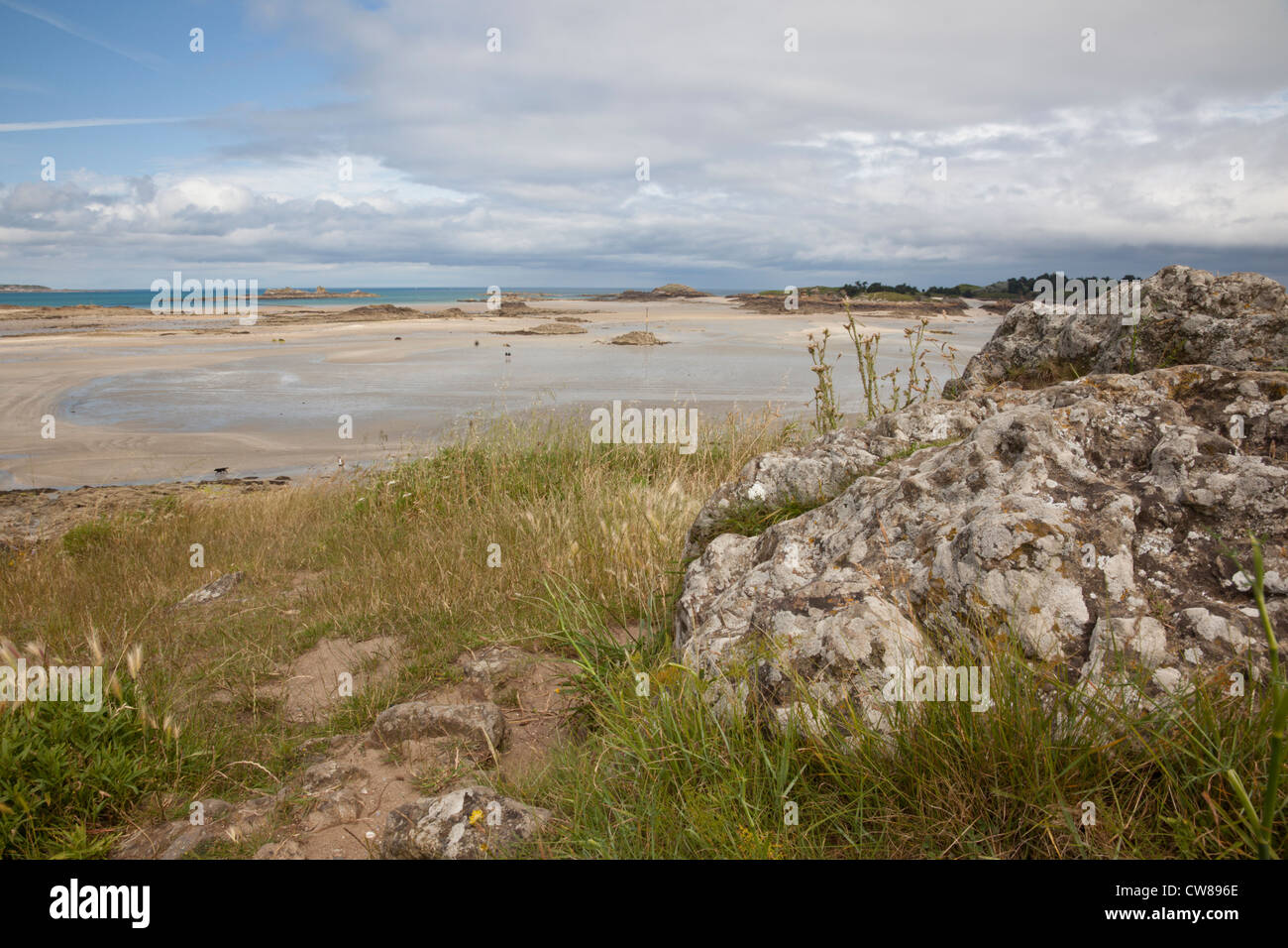 Playa de Pointe du Chevet, Saint Jacut de la Mer, Bretaña, Francia Foto de stock