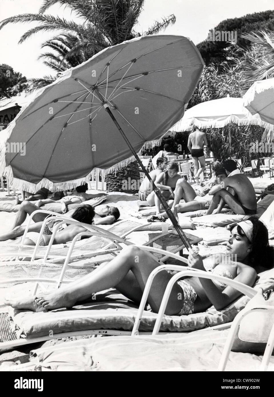 Tomar el sol en los '60s Imagen De Stock