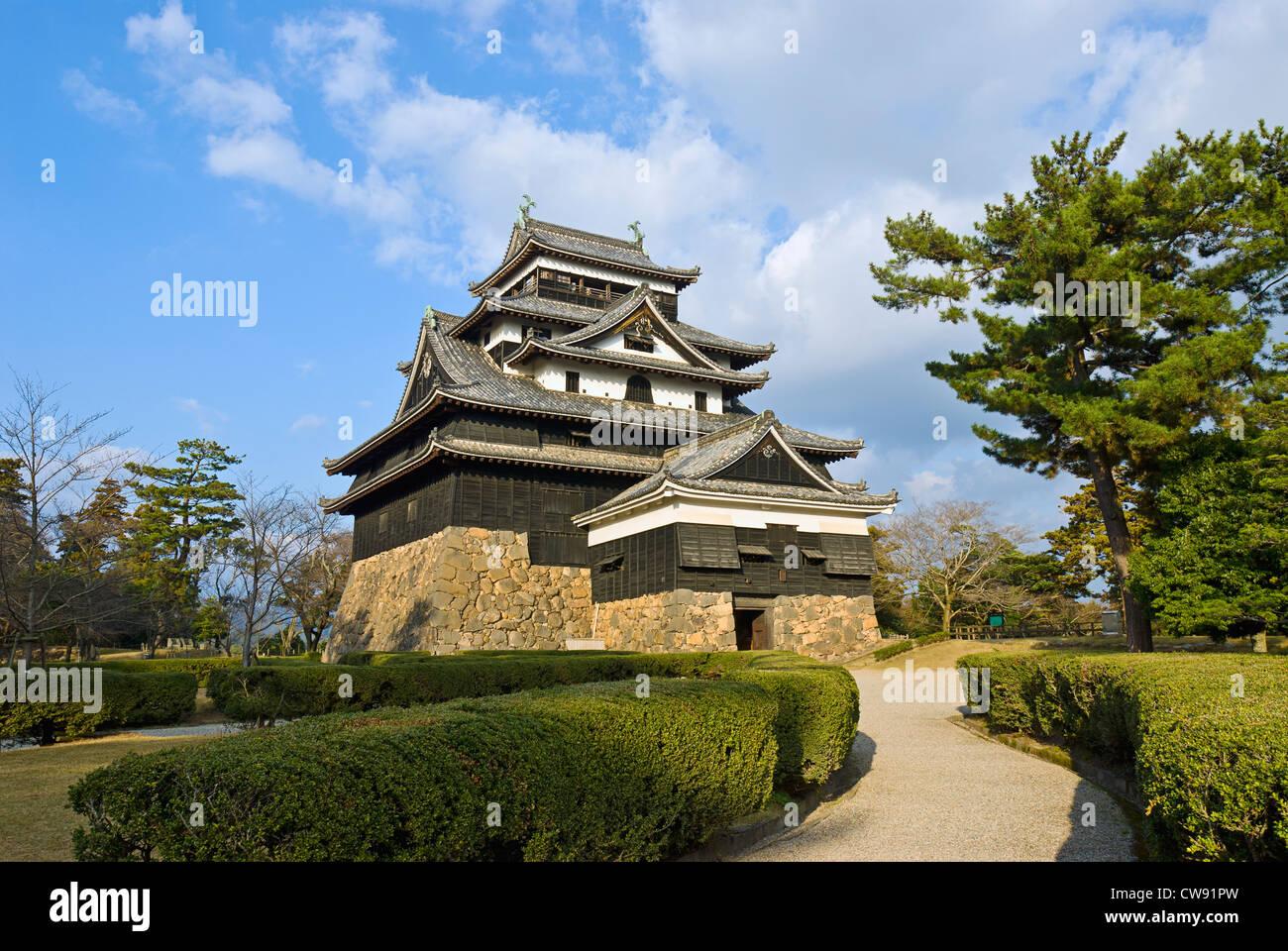 El castillo de Matsue, prefectura de Shimane, Japón. Castillo medieval de madera, c. 1622. Imagen De Stock