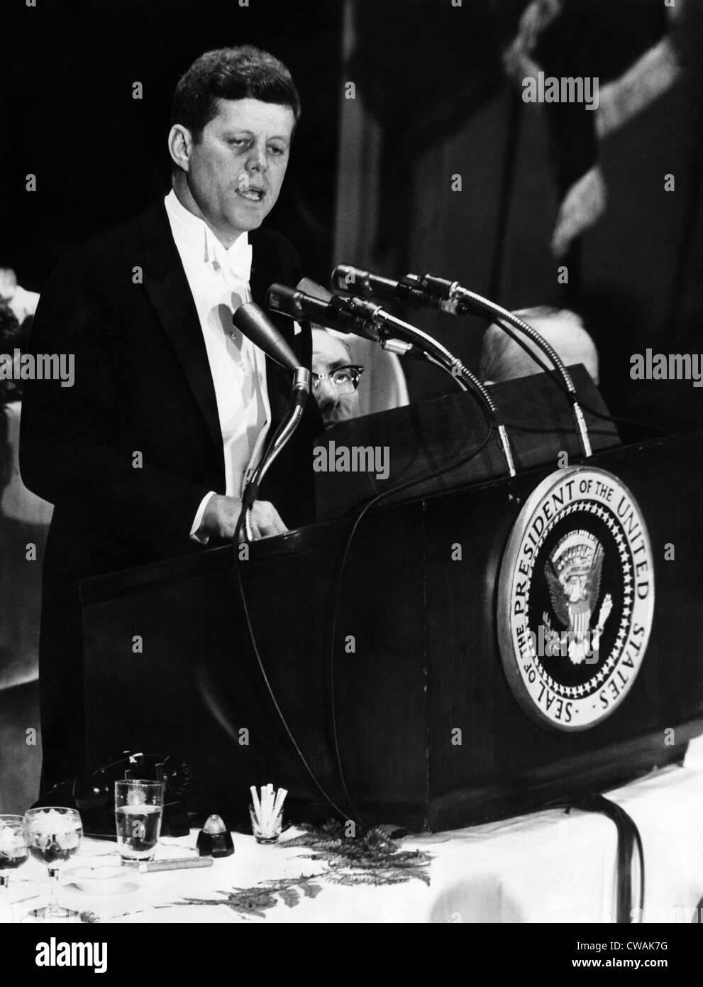 John F. Kennedy, aboga con el American Newspaper Publishers Association y a invocar a imponer la autocensura. Él Imagen De Stock