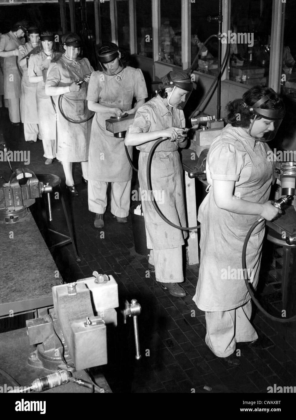 Las mujeres tenían 'señores' de puestos de trabajo durante la Segunda Guerra Mundial. Aquí Imagen De Stock