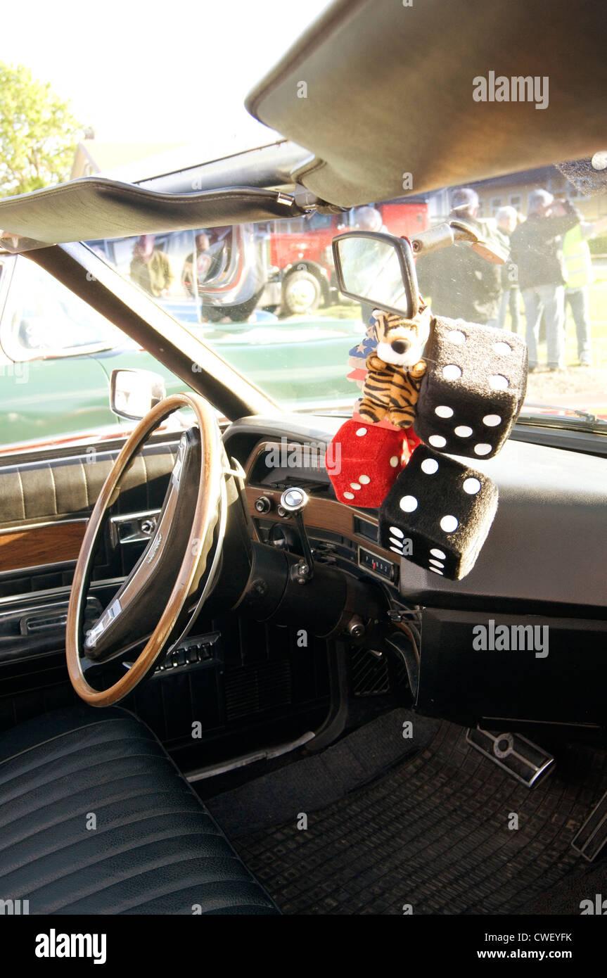 Entrega dados difusa desde el espejo retrovisor en el coche Imagen De Stock