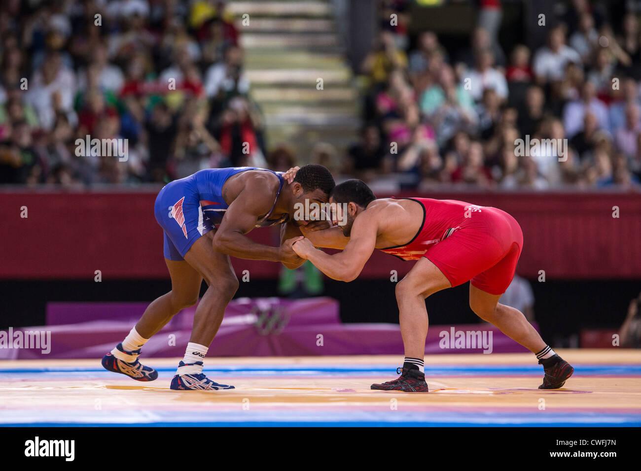 Jordania Ernest Burroughs (USA) -B- vs Sadegh Goudarzi Saeed (IRI) en hombres 74kg Lucha Libre en los Juegos Olímpicos Imagen De Stock