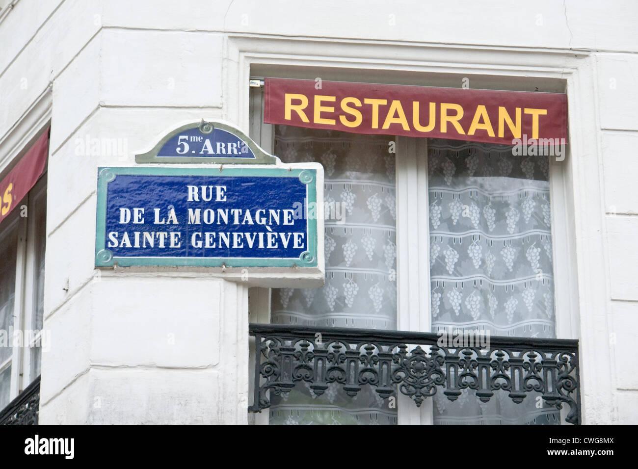 Calle signo peculiar en París Imagen De Stock
