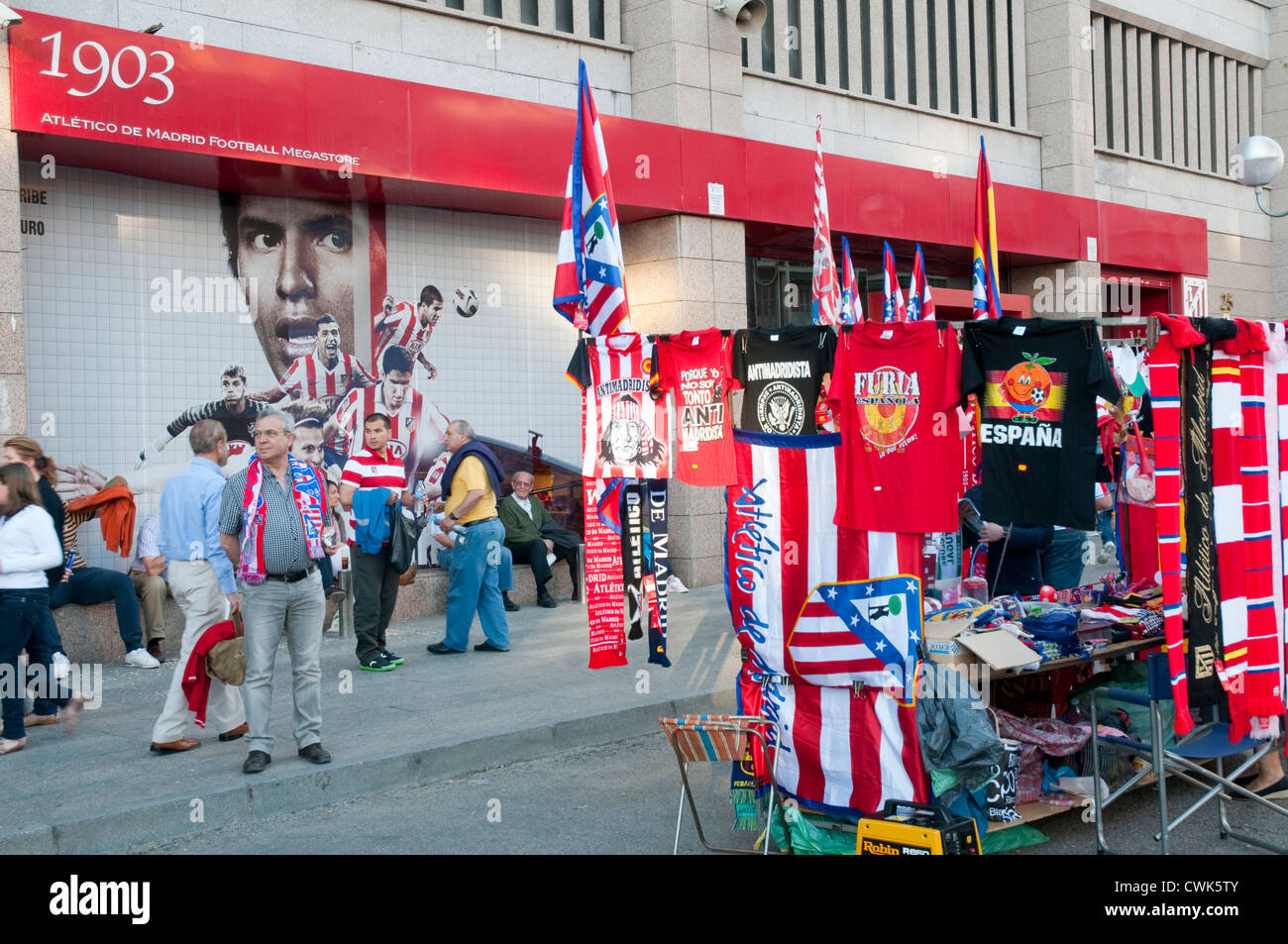 Atmósfera ante el Atlético de Madrid-Hercules partido de fútbol. Estadio Vicente Calderon, Madrid, Imagen De Stock