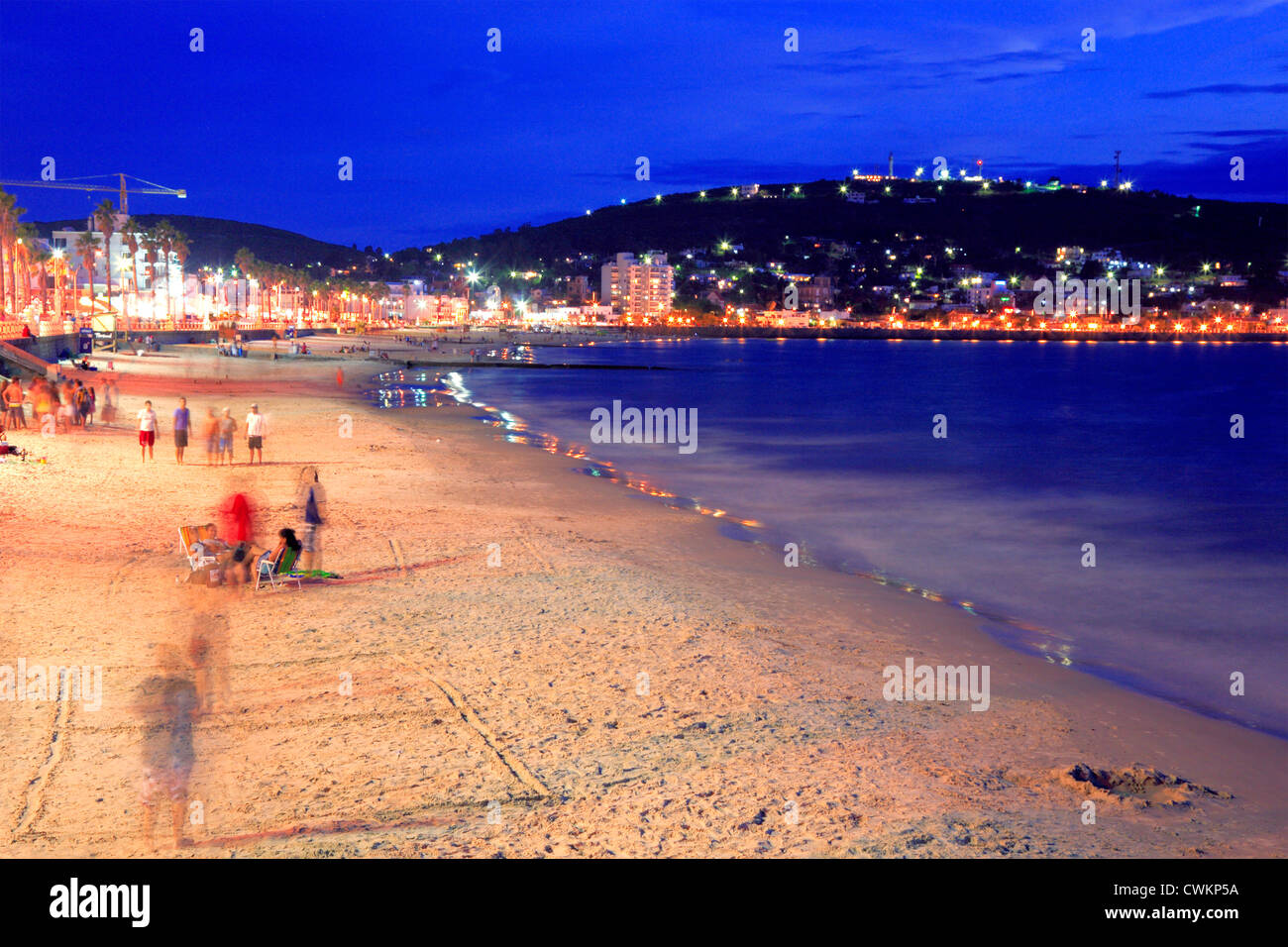 Piriápolis puerto y playa al atardecer o crepúsculo. Maldonado, Uruguay. Imagen De Stock