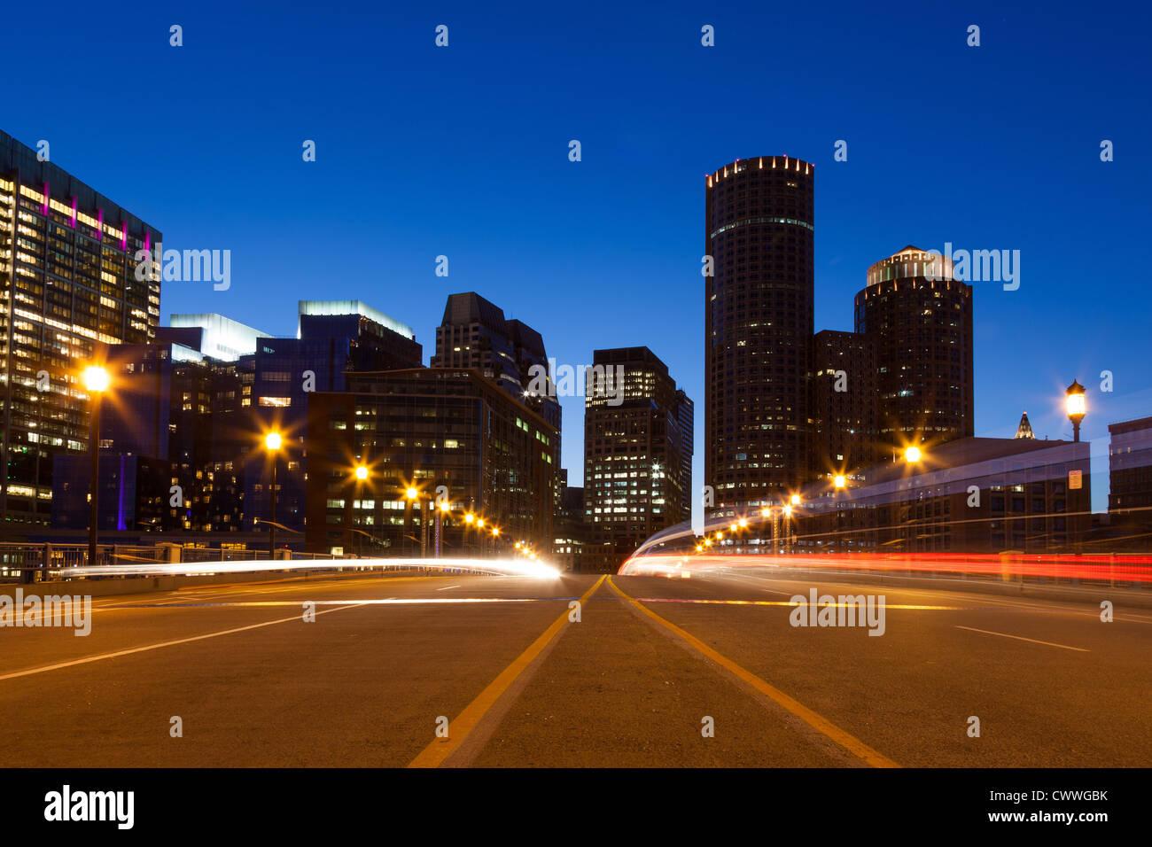 Por la noche las calles de Boston, Massachusetts, EE.UU. Imagen De Stock
