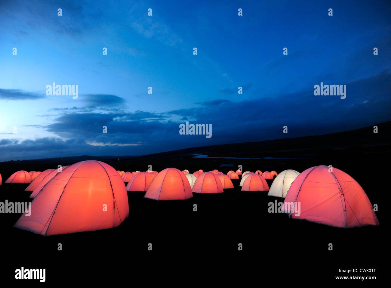 Campamento de la paz instalación artística por Deborah Warner, in situ en siete Hermanas Country Park, East Sussex Foto de stock