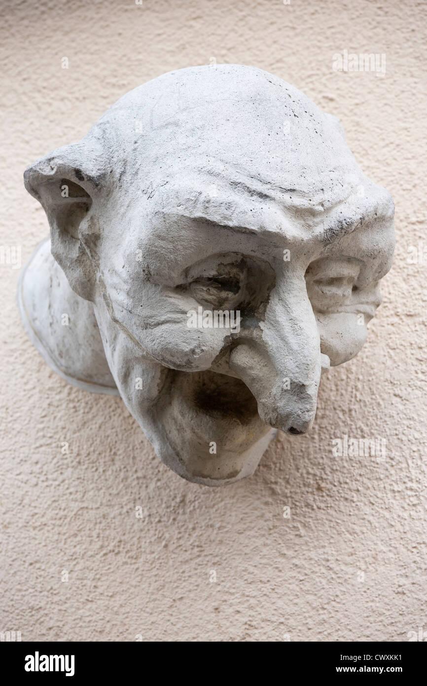 La ciudad de Luxemburgo - Último recuerdo. Cabeza esculpida de un viejo edificio en la sustitución de Imagen De Stock