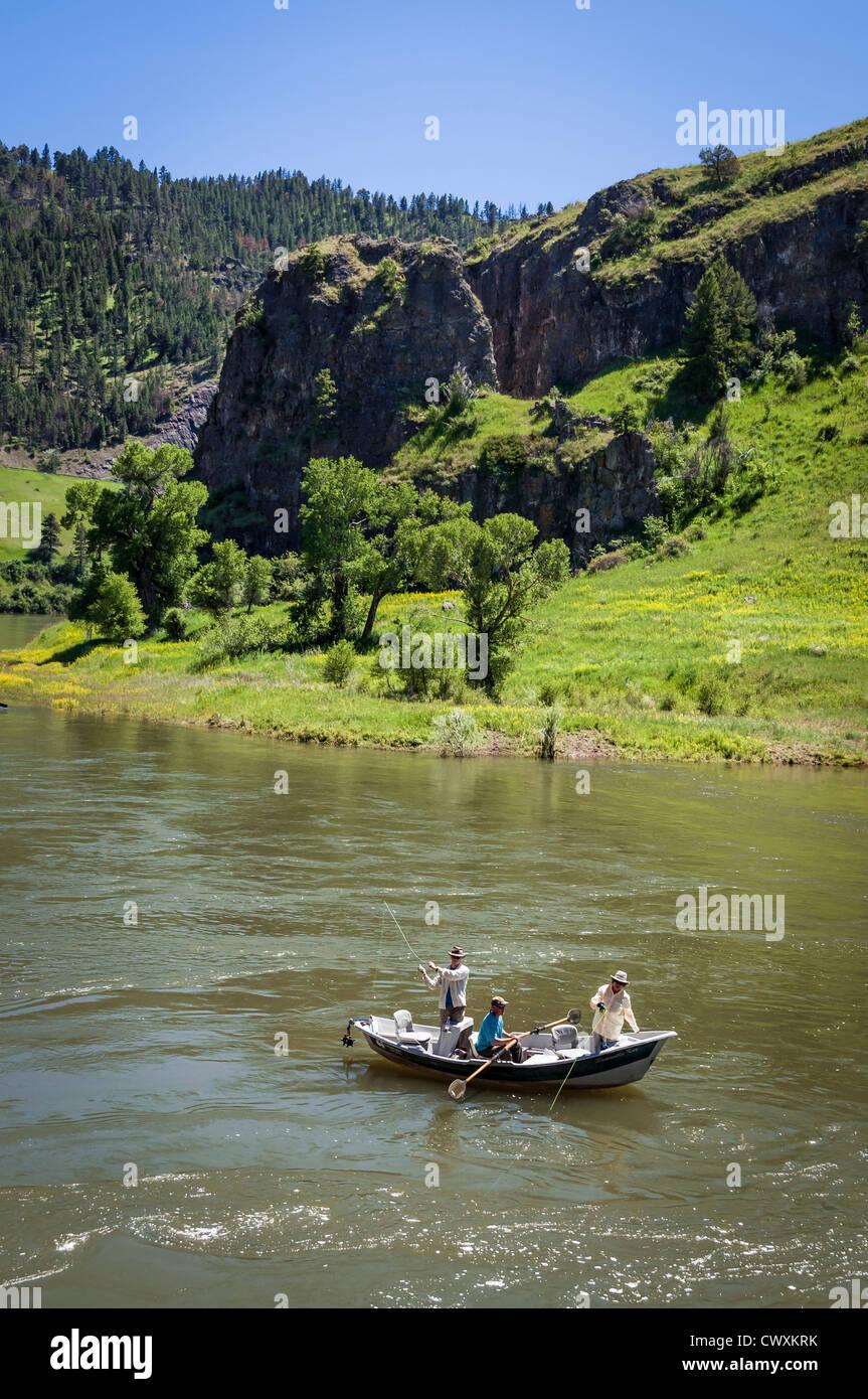 Pesca de truchas en el río Missouri, en la zona de Arroyo Hardy cerca de Great Falls, Montana Imagen De Stock