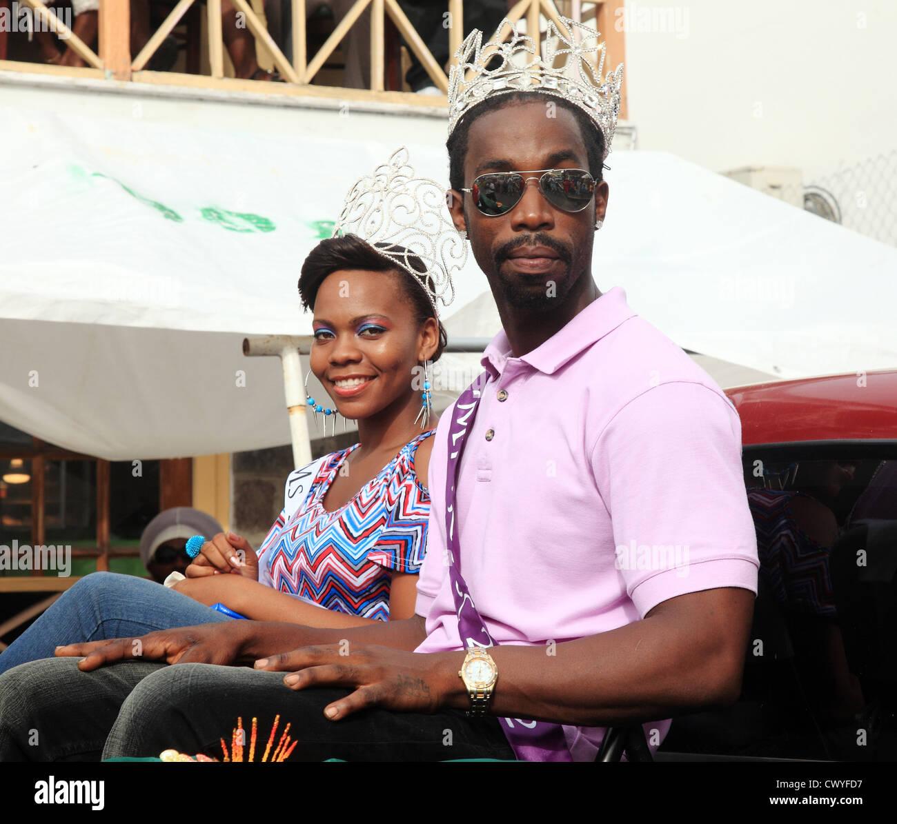 Los ganadores del concurso de belleza para Mr & Mrs 'cool' en Nevis Desfile de Carnaval Imagen De Stock