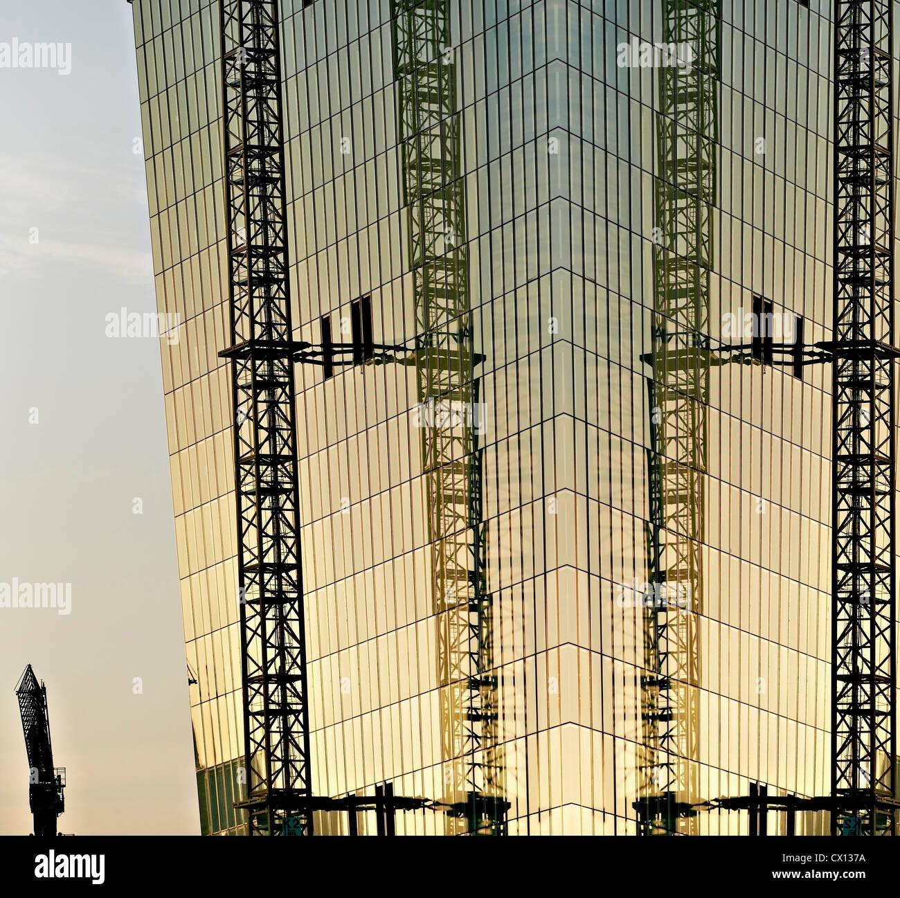 La construcción del nuevo Banco monetario europeo al atardecer, Frankfurt, Hesse, Alemania Imagen De Stock