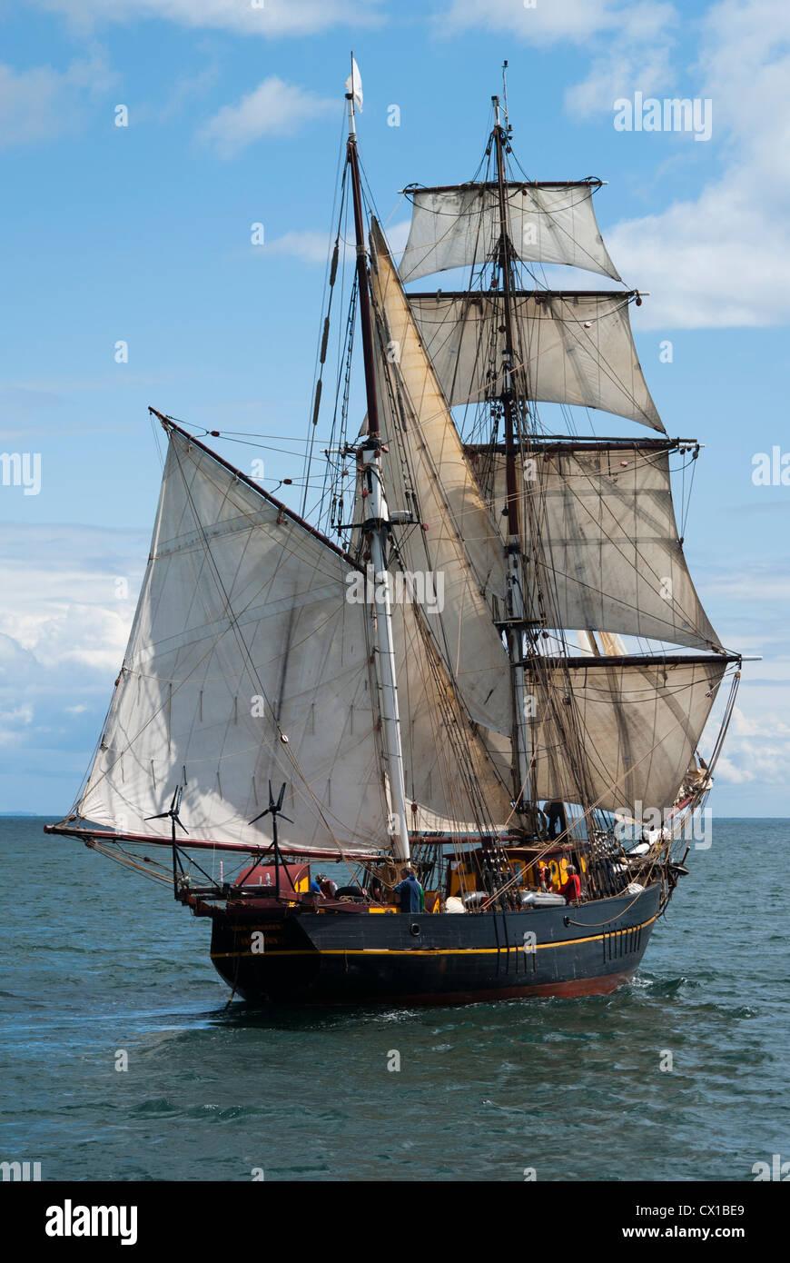 Tall Ship, el Barco Velero y barco de carga, Brigadine Tres Hombres, dos mástiles y cuadrado Goleta amañadas Foto de stock