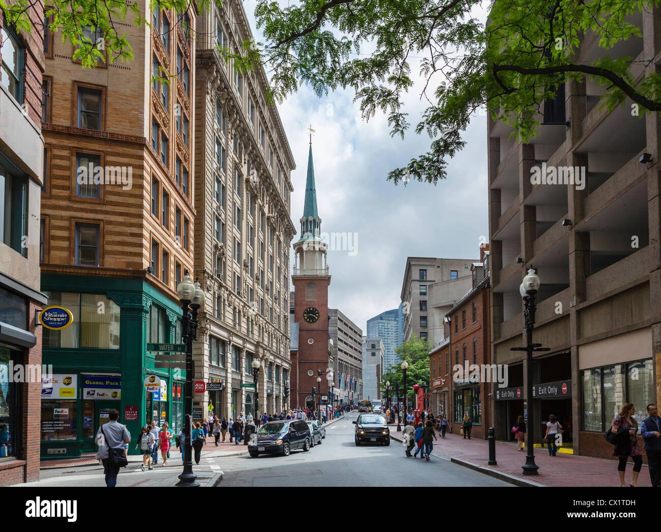 Ver abajo de la calle Washington, mirando hacia el Old South Meeting House, Boston, Massachusetts, EE.UU. Imagen De Stock