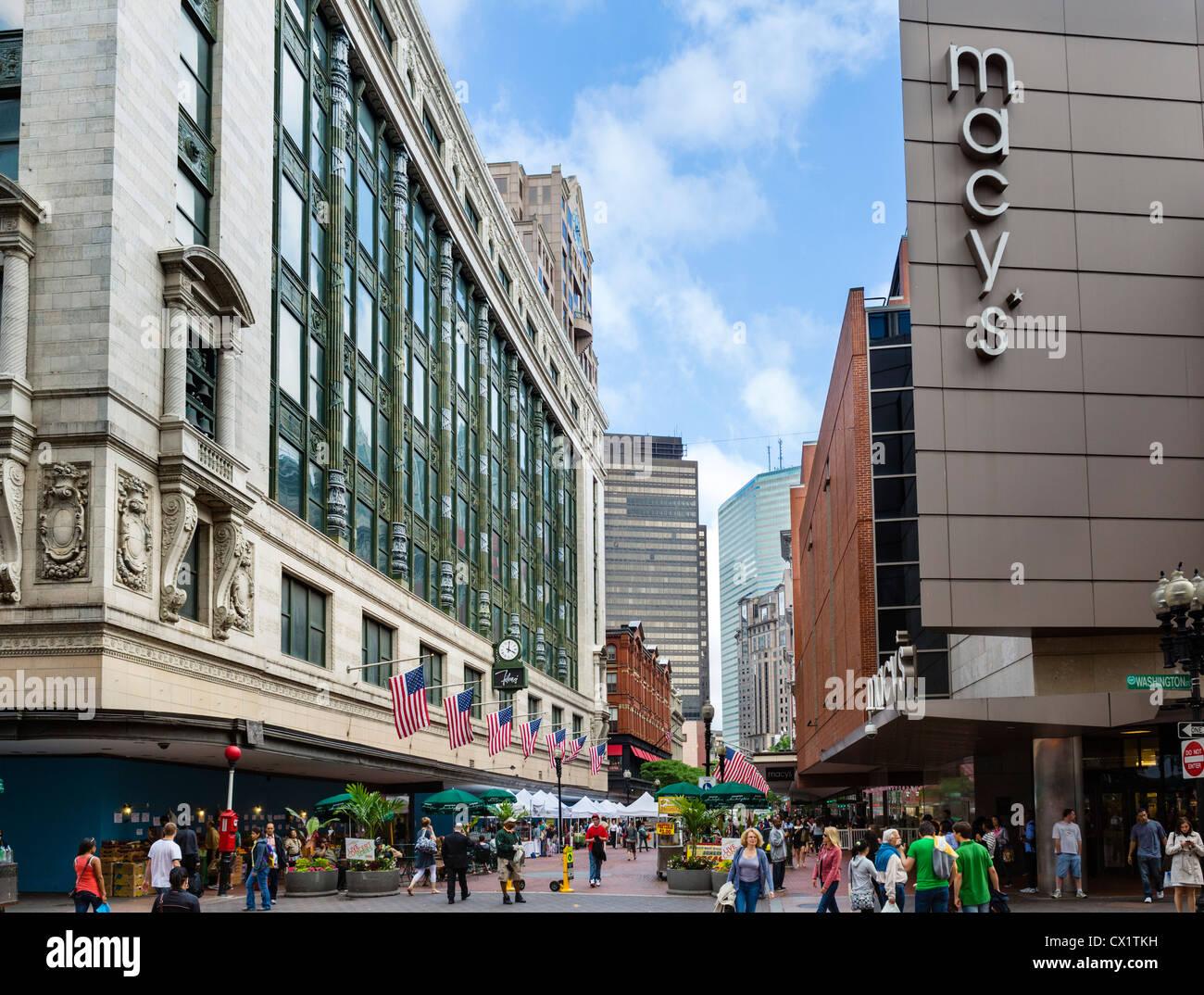 Tiendas en la calle Washington mirando hacia Summer Street en el centro de la ciudad, Boston, Massachusetts, EE.UU. Imagen De Stock
