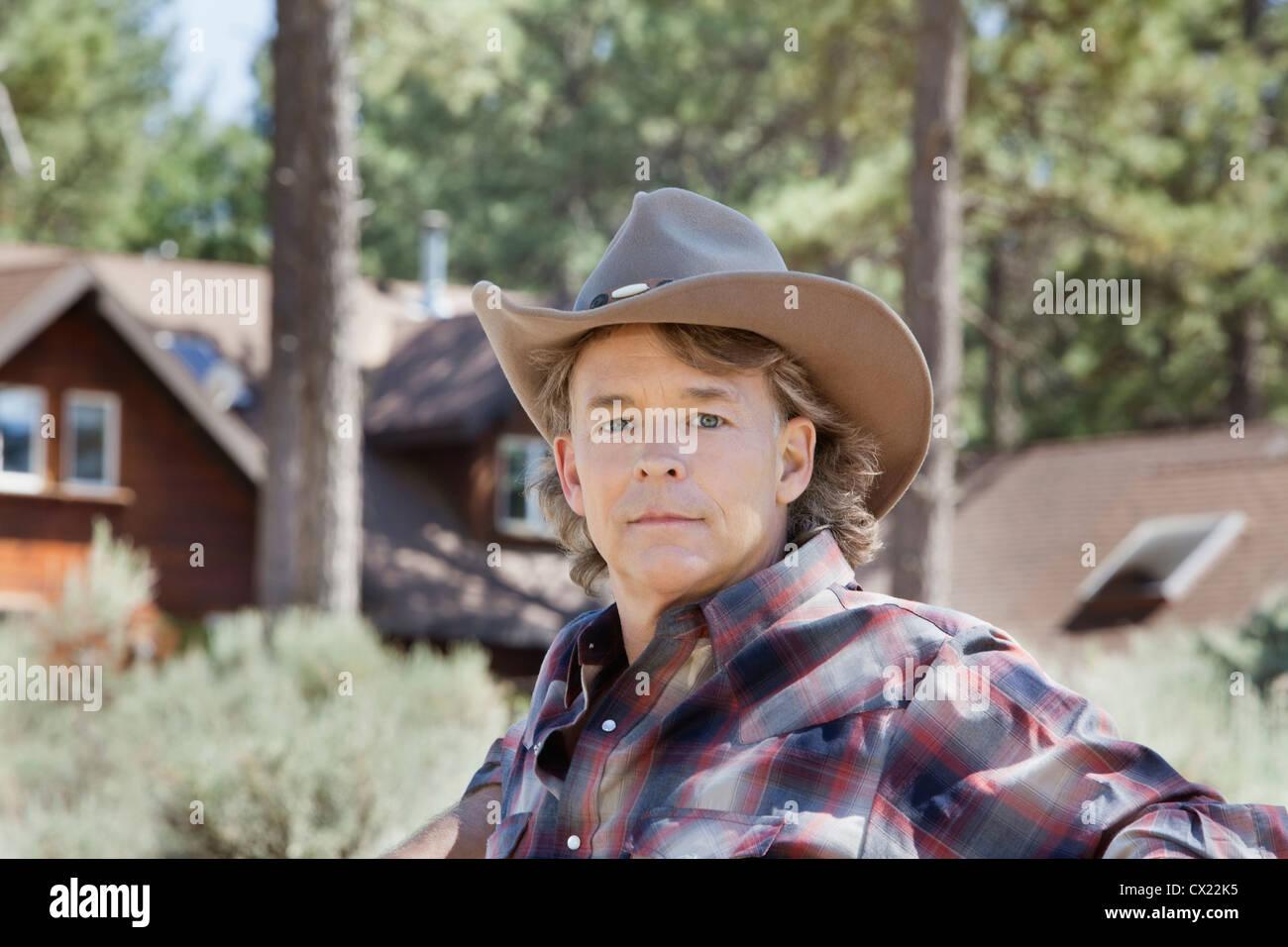 Mature Man Wearing Cowboy Hat Imágenes De Stock   Mature Man Wearing ... 7da4987c450