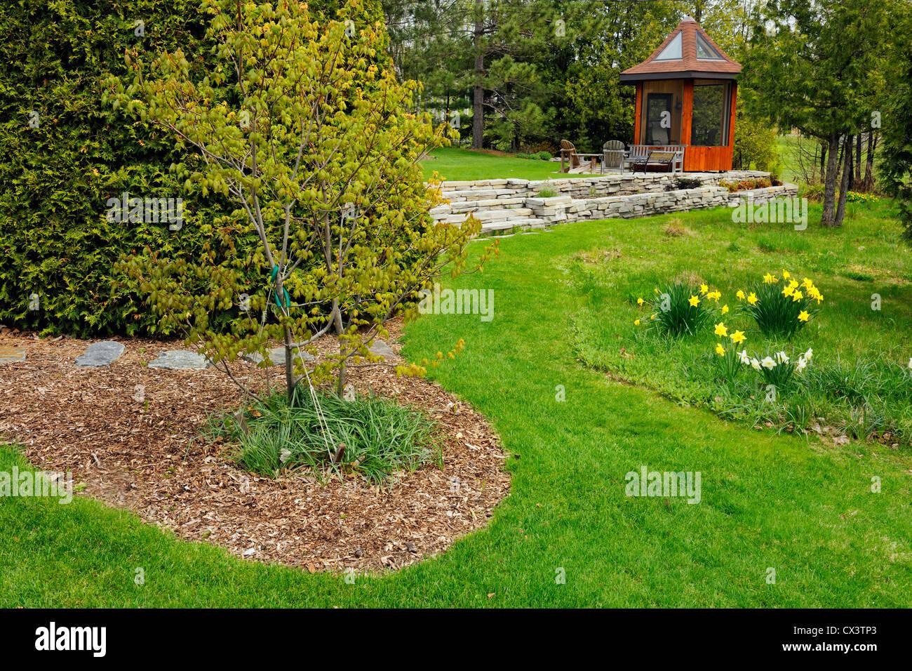 Jardines residenciales a comienzos de la primavera for Jardines residenciales