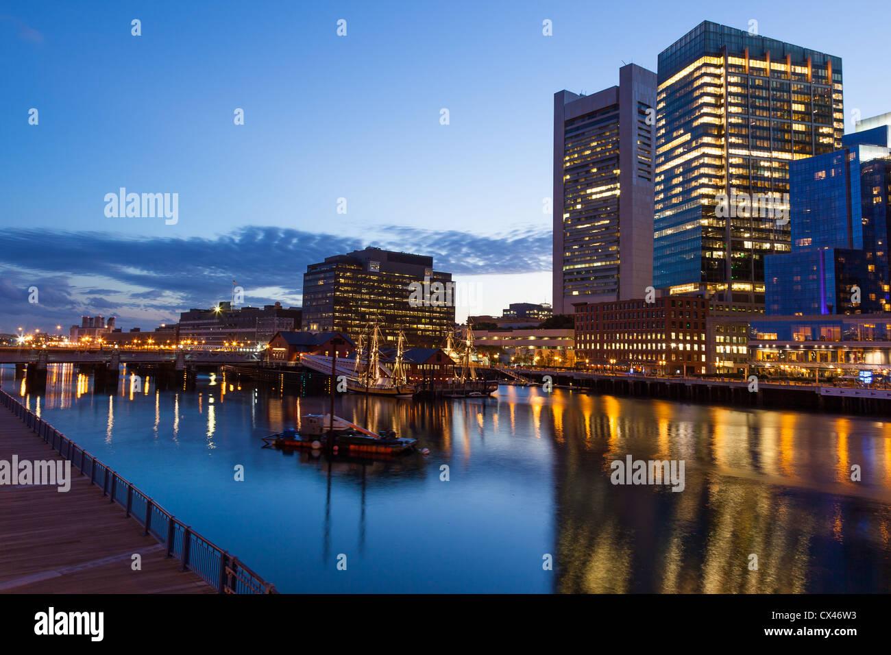 Boston Waterfront por noche, Massachusetts - ESTADOS UNIDOS Imagen De Stock