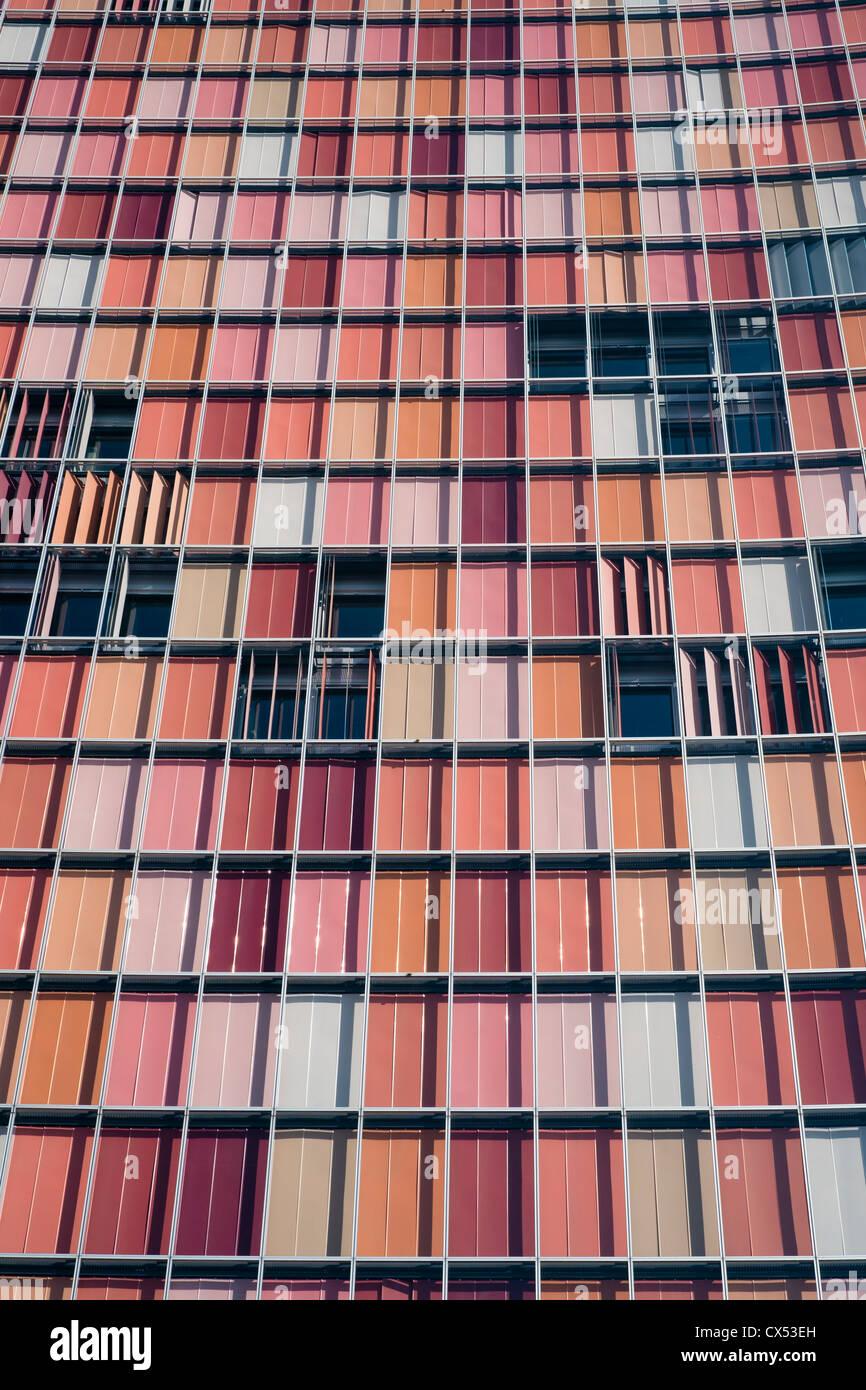 Colorida arquitectura moderna de la OSM torre de oficinas en Berlín, Alemania Imagen De Stock