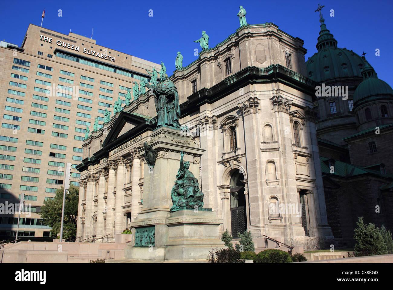 Canadá, Quebec, Montreal, María, Reina del mundo Catedral, Queen Elizabeth Hotel Imagen De Stock