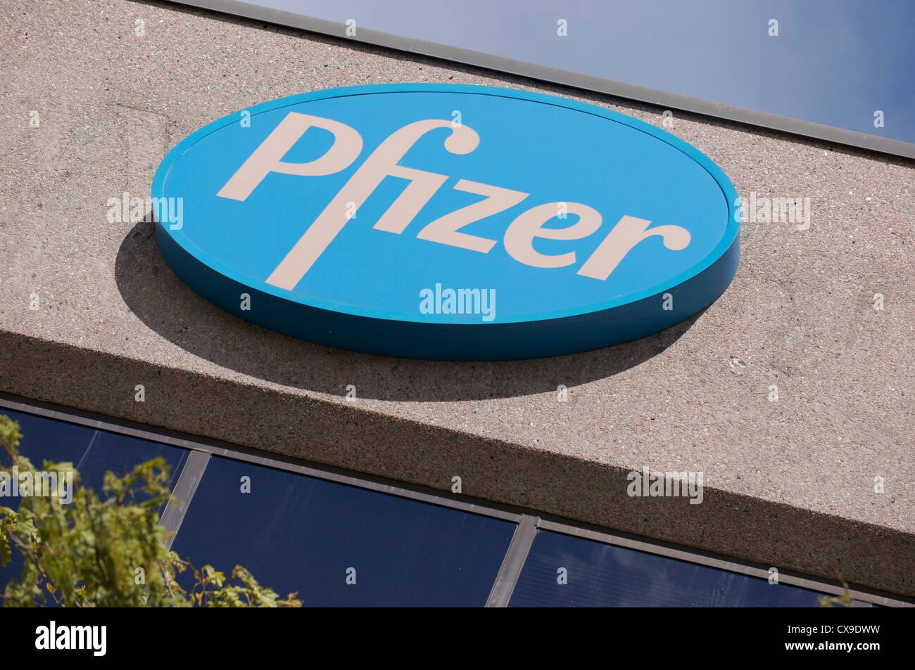 La compañía farmacéutica Pfizer firmar, logo Imagen De Stock