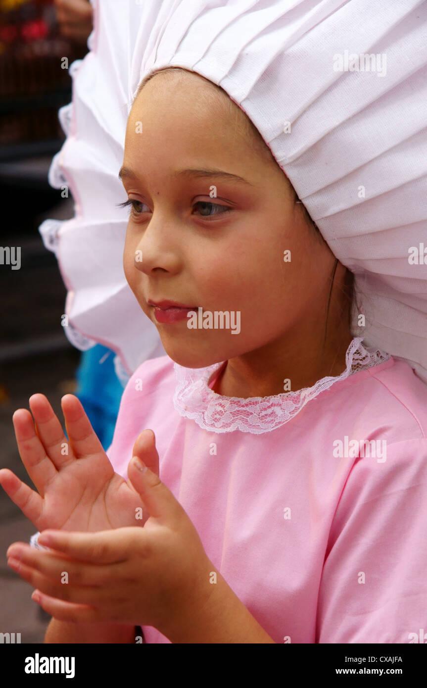 Bailarina folklorica joven chico latino hispano vestido rosado y ...