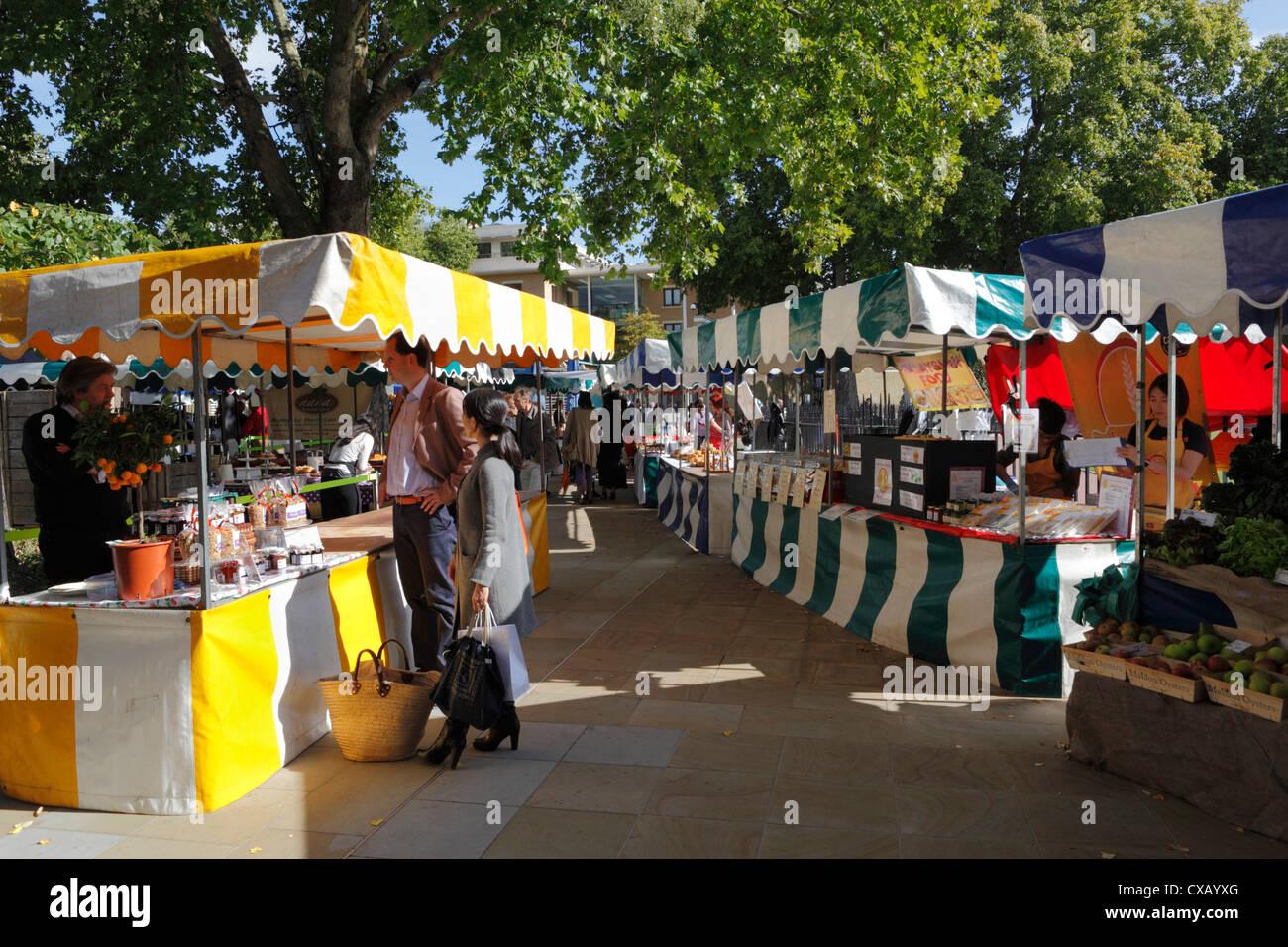 Sábado farmers market, duque de York Square, King's Road, Chelsea, Londres, Inglaterra, Reino Unido, Europa Imagen De Stock
