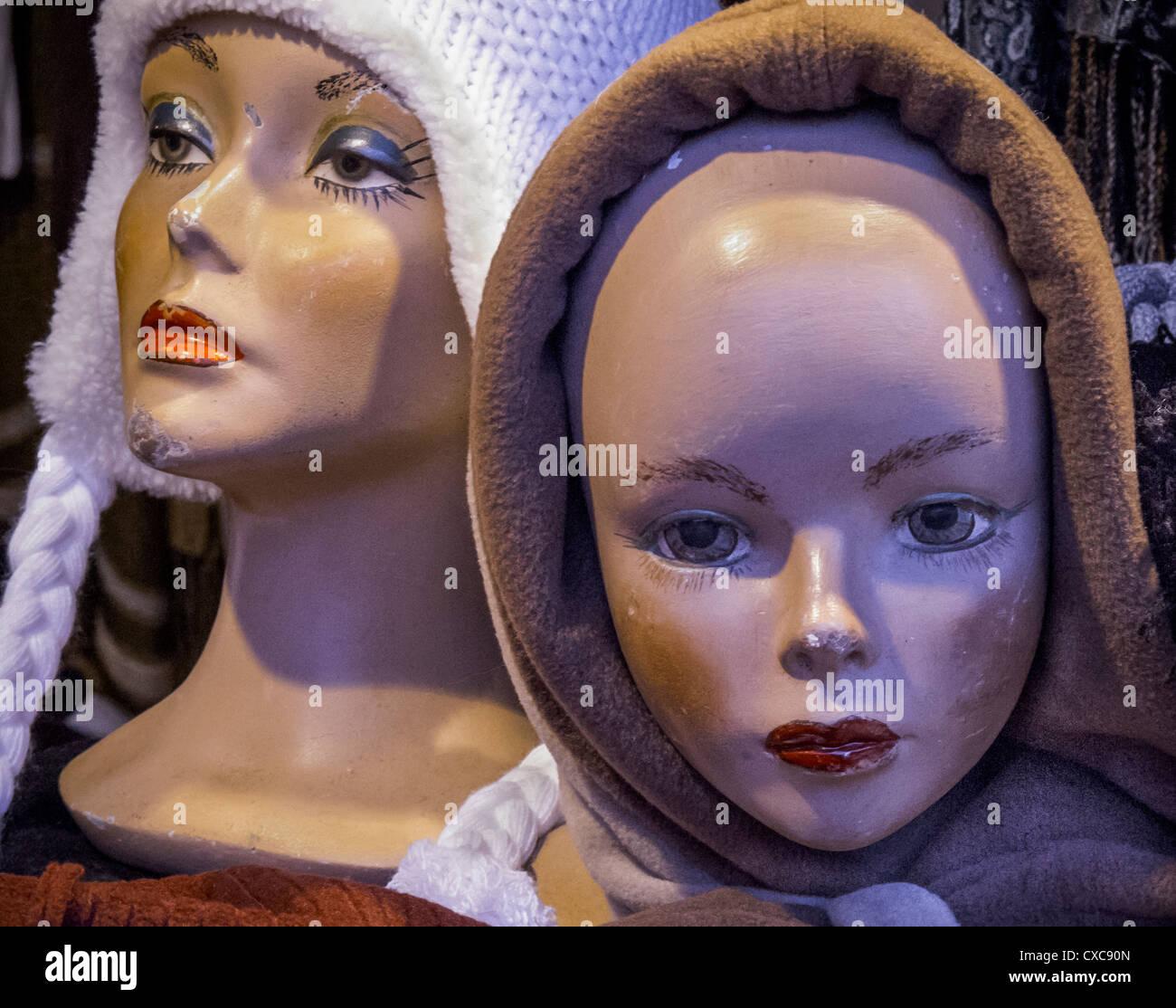 Maniqui maltratadas jefes mostrar sombreros a un mercado de Navidad en  Potsdam fcc2484e5c7