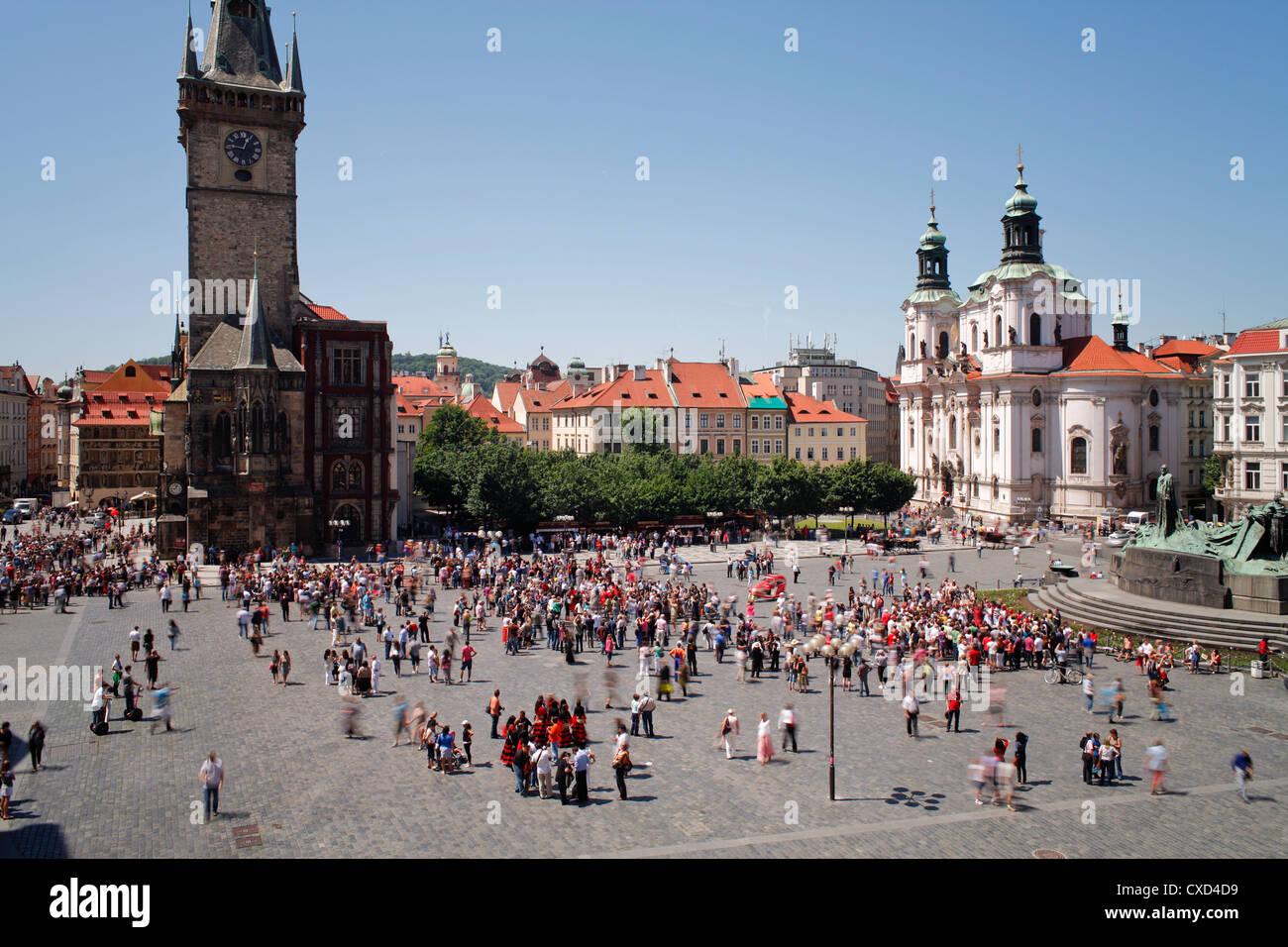 La torre del Ayuntamiento de la Ciudad Vieja con el famoso reloj celeste, Praga, República Checa, Europa Imagen De Stock