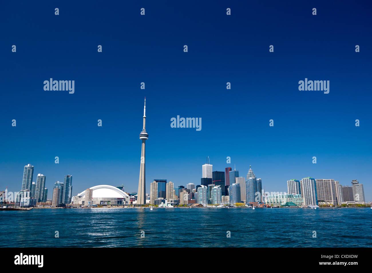 El horizonte de la ciudad mostrando la CN Tower, Toronto, Ontario, Canadá, América del Norte Imagen De Stock