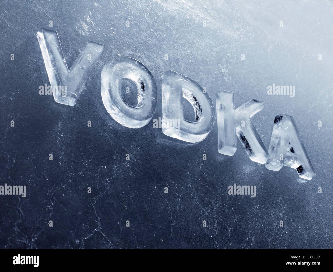 Palabra Vodka escrito con letras de hielo real. Imagen De Stock