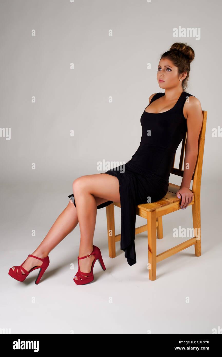 Traje negro zapatos rojos