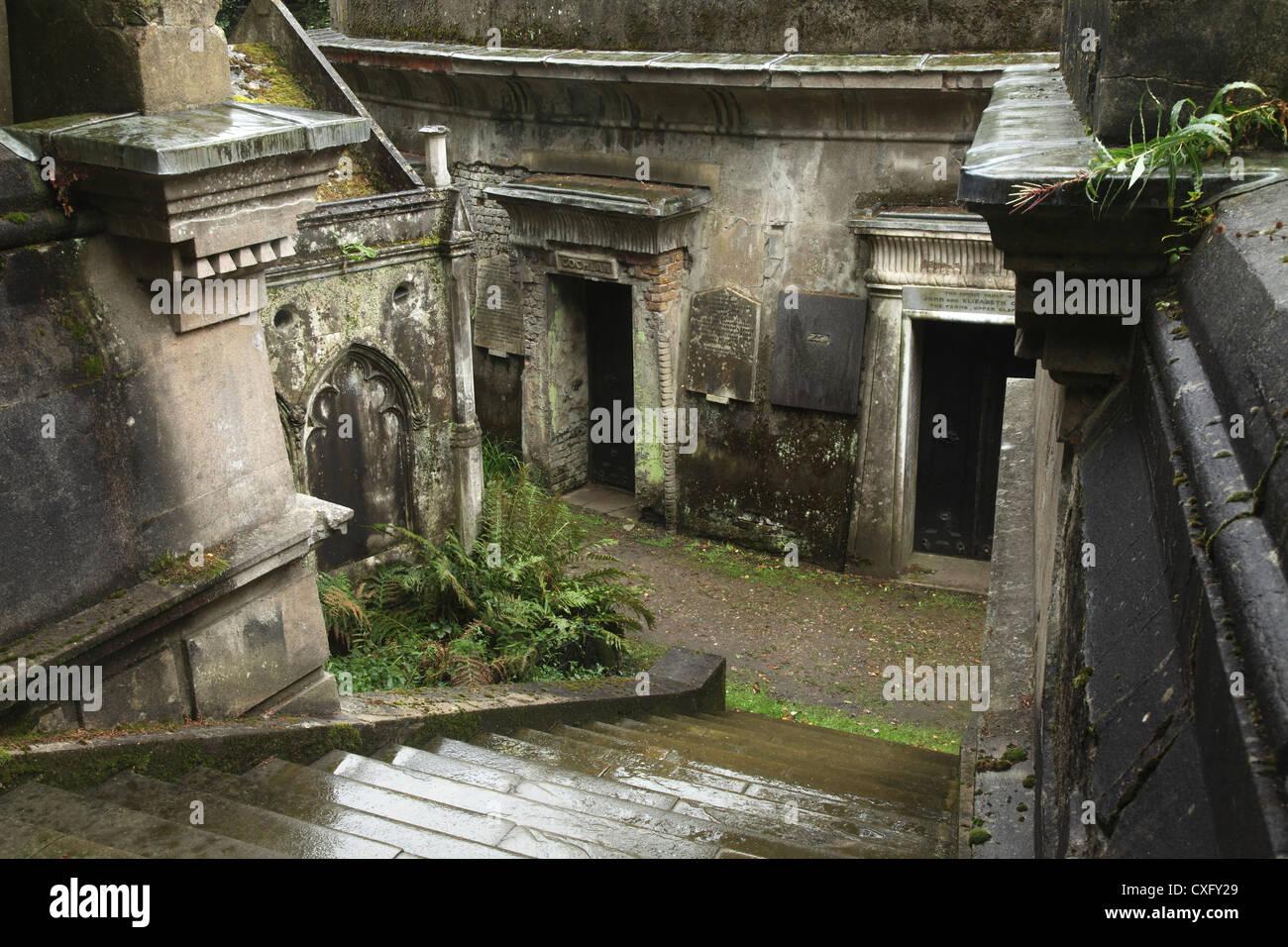 """""""Círculo de Líbano bóvedas' en el cementerio de Highgate en Londres Inglaterra occidental Imagen De Stock"""