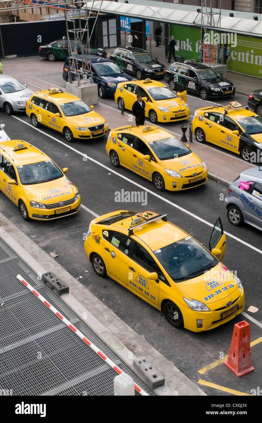 Toyota Prius híbrido de taxi Los taxis alquiler de coches en Estocolmo, Suecia. Imagen De Stock