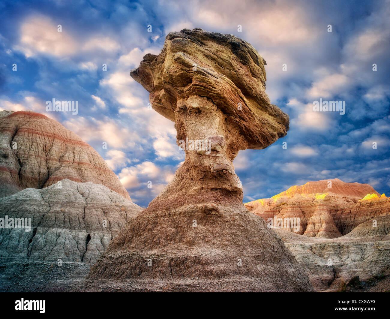 Equilibrar el rock. El Parque Nacional Badlands. Dakota del Sur Foto de stock