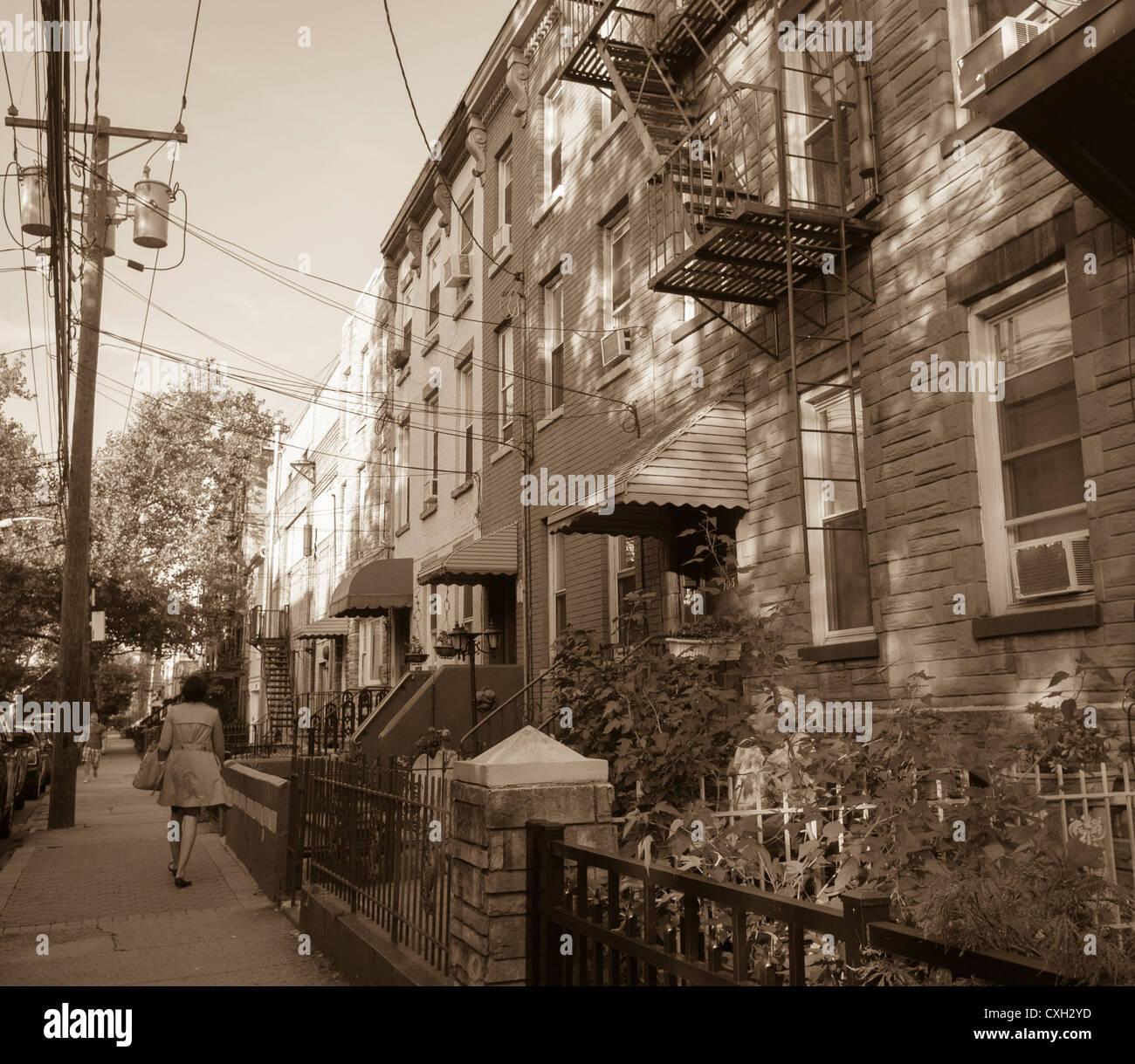 Hoboken, NJ, EE.UU., escenas callejeras, 'hilera de casas adosadas, (B & W Filtro, VIntage Buscar Instagram) Imagen De Stock